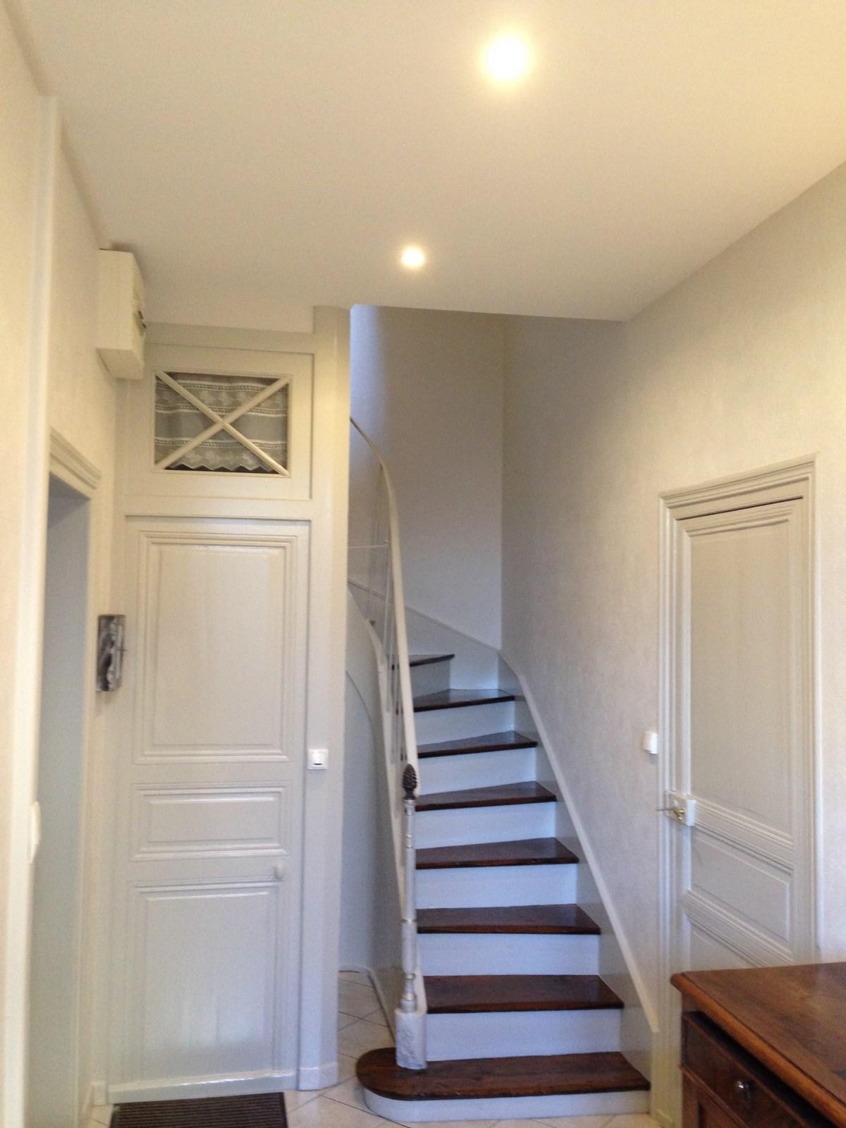 apres travaux termin faux plafond toile a peindre sur les murs. Black Bedroom Furniture Sets. Home Design Ideas